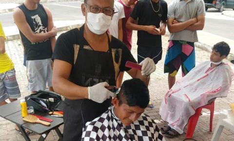 Bairro do Ouro Verde, recebe ação voluntária de corte de cabelo.