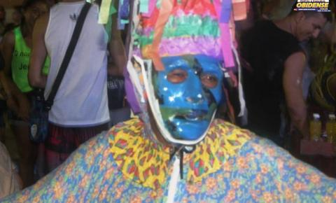 Domingo (17), foi a vez do bloco do Morro fazer seu arrastão de pré-carnaval.