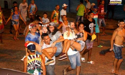 Penúltimo dia de pai da pinga em Óbidos arrasta multidão pelas ruas.