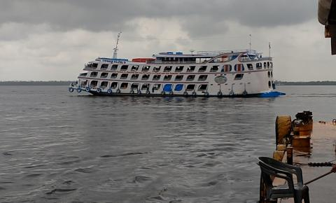 Ferry Boat Comandante Paiva, embarcação de grande porte, oferece pacote especial de carnaval Manaus/Óbidos/Manaus.