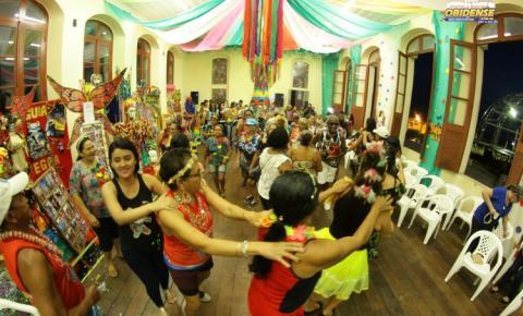 Na última sexta-feira (22) os foliões da melhor idade brincaram de carnaval em Óbidos