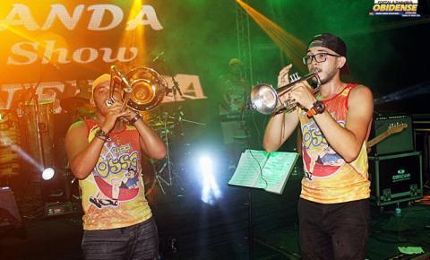 Meninos de Óbidos, dão show de metal, mas com som de carnaval