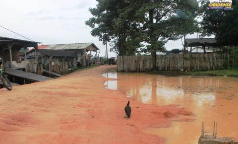 Chuva causam transtornos na travessa Duque de Caxias próximo ao lago Pauxis.
