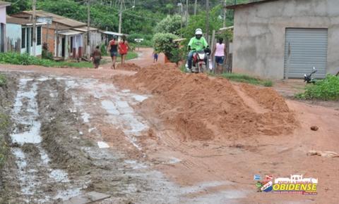 Dificuldade no acesso ao bairro Bela Vista, virou motivo de brincadeira entre moradores.