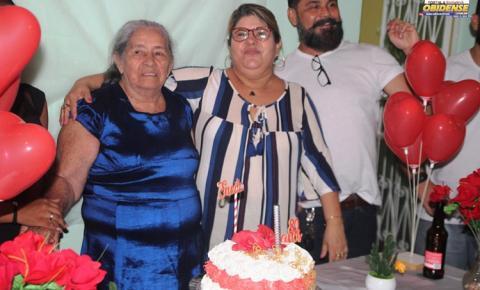 Matriarca da família Ferreira completa 80 anos de vida e comemora com amigos filhos e netos