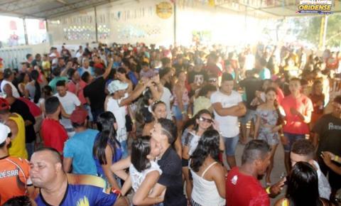 Associação Esportiva do Arapucú realizou tradicional torneio de pênaltis e festa dançando no sábado de aleluia.