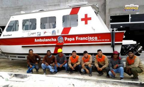 Ambulâncha que atuará em conjunto com o Barco Hospital papa Francisco em rios amazônicos chegou a Óbidos
