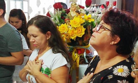 Neste domingo (12) dia das mães, Sant`Ana peregrina visita as residências de Alvina, Altino e Simone e também Roni e Rita Paiva