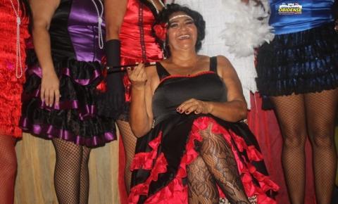 Os 60 anos de Dona Lúcia inspirado nos loucos anos 20