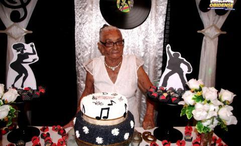 A obidense, Maria Dometila ganha uma linda festa da família para comemorar seus 99 anos de vida