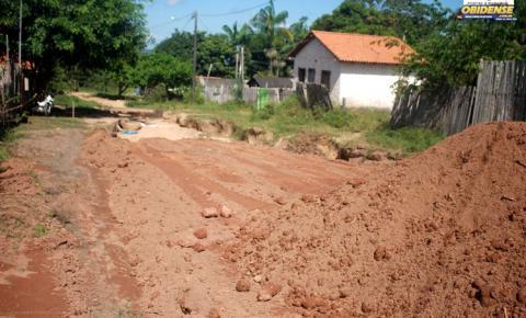 Ruas do bairro Perpétuo Socorro em Óbidos, recebem serviço de terraplanagem