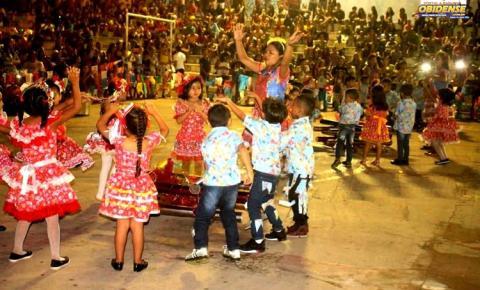 Primeira noite do Arraiá dos Pauxis contou com apresentação de 11 escolas do Município de Óbidos