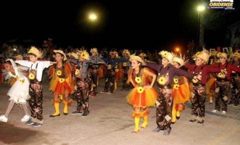 Alunos da escola José Verissimo fazem prévia de apresentação no Arraiá dos Pauxis em Óbidos