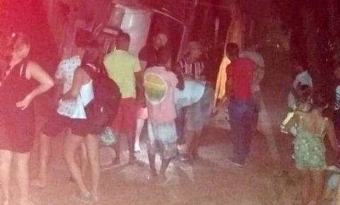 Caminhão tomba e deixa oito feridos em Juruti
