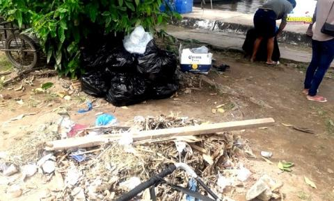 Lixo acumulado na orla da cidade gera incômodo na população, turistas e visitantes que chegam a Óbidos