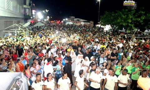 A fé dos Obidenses! População foi agradecer na frente da cidade a chegada do Barco Hospital e Imagem peregrina