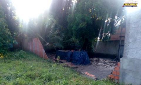 Chuvas causam prejuízo para um morador no bairro Cidade Nova em Oriximiná