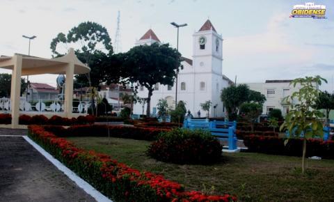 Praça Barão do Rio Branco está recebendo reparos para a Festividade de Sant'Ana em Óbidos