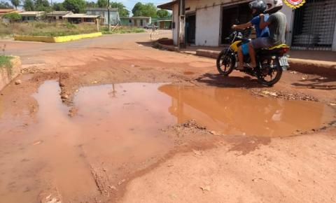 Teste de baliza - Buraco e lama na rotatória | Portal Obidense