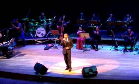 Edilson Santana canta e encanta em espetáculo no Teatro Amazonas | Portal Obidense