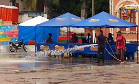 Nas primeiras horas do dia funcionário da limpeza trabalham para deixar o Fobódromo pronto para os foliões | Portal Obidense