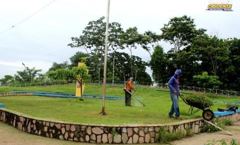 Praça do Estreito e do Forte recebem tratamento de capinagem | Portal Obidense