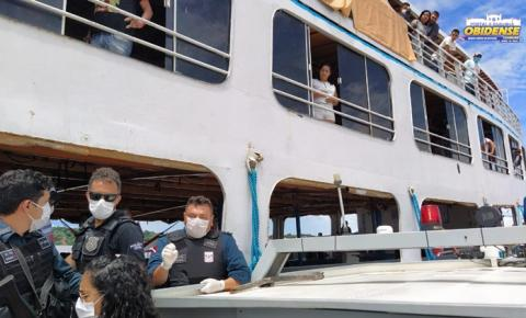 Embarcação é orientada a não parar no porto da cidade de Óbidos   Portal Obidense