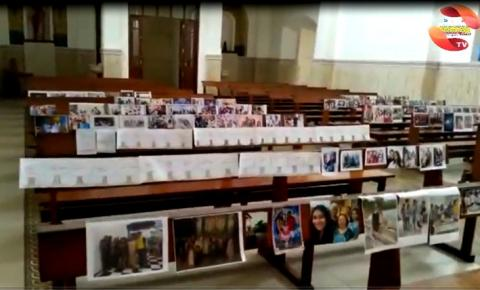 Igreja de Sant´Ana recebe fotos de fieis nos bancos para missa de domingo (07) | Portal Obidense