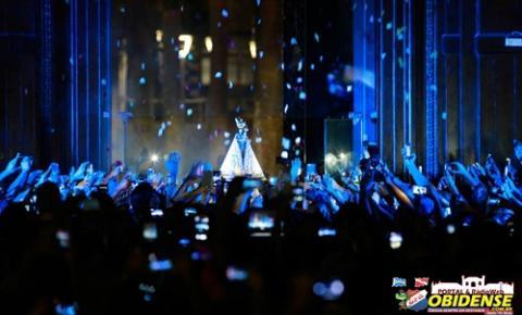 Manto de Nossa Senhora de Nazaré é apresentado aos fiéis