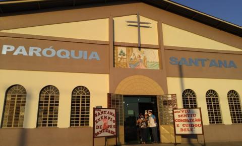 No conjunto Hiléia em Manaus, aconteceu a carreata e missa no encerramento da festividade de Sant´Ana