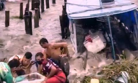 Vento forte no porto da cidade de Prainha assusta moradores e afunda embarcações | Portal Obidense