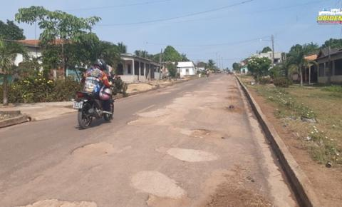 Buracos atrapalham tráfego na rua Felipe Patroni | Portal Obidense