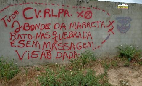 Em Óbidos facção criminosa picha muro de residência | Portal Obidense