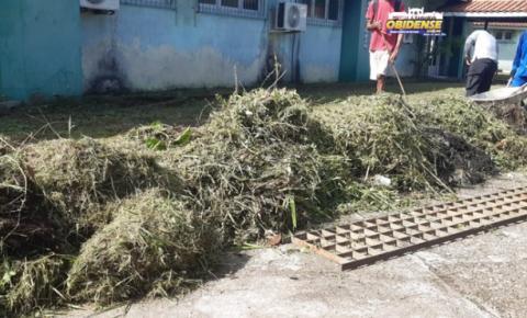 Prefeito de Oriximiná lidera limpeza no hospital municipal da cidade | Portal Obidense