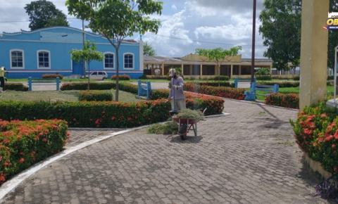 Trabalhos de manutenção na praça Barão do Rio Branco em Óbidos | Portal Obidense