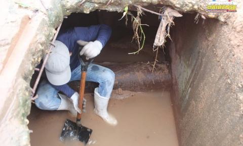 Prefeitura realiza limpeza e manutenção de bueiro em Óbidos | Portal Obidense
