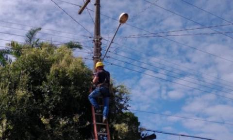 Seurb realiza troca de lâmpadas dos postes da Trav. Felipe Bentes | Portal Obidense