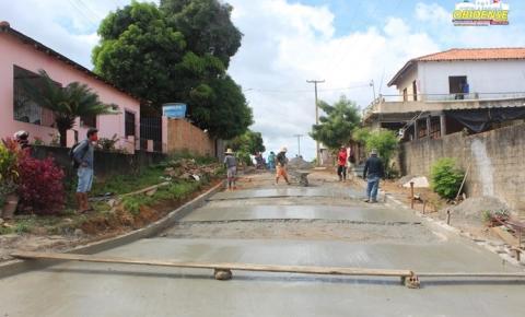 Mais uma rua do bairro da Cidade Nova em Óbidos recebe pavimentação em concreto   Portal Obidense