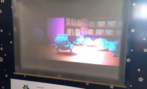 Viabilizando o acesso à literatura e ao audiovisual, 'CineMundo' começa a entregar cinematecas