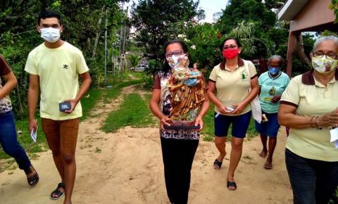 Senhora Sant´Ana visita famílias na comunidade do Curumu | Portal Obidense