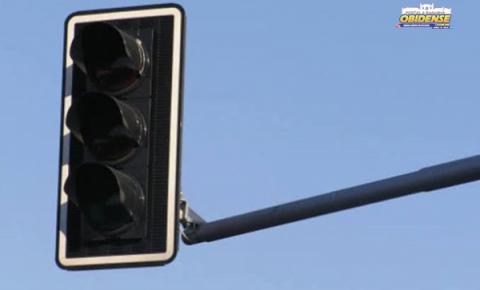Semáforo queimado e sem previsão de conserto em Óbidos | Portal Obidense