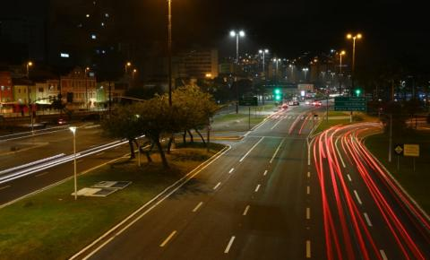 Prefeitura de Florianópolis substitui sistema de iluminação da Avenida Paulo Fontes