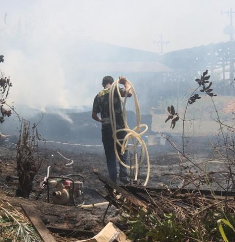 Incêndio toma conta de antiga serraria em Óbidos no bairro de Santa Terezinha | Portal Obidense