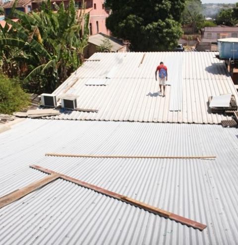 Obra no telhado da câmara municipal de Óbidos bota fim nas intermináveis goteiras   Portal Obidense